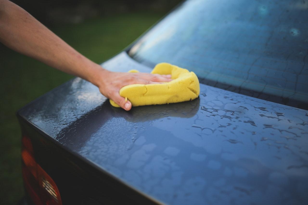 Comment bien nettoyer sa voiture au retour des vacances ?