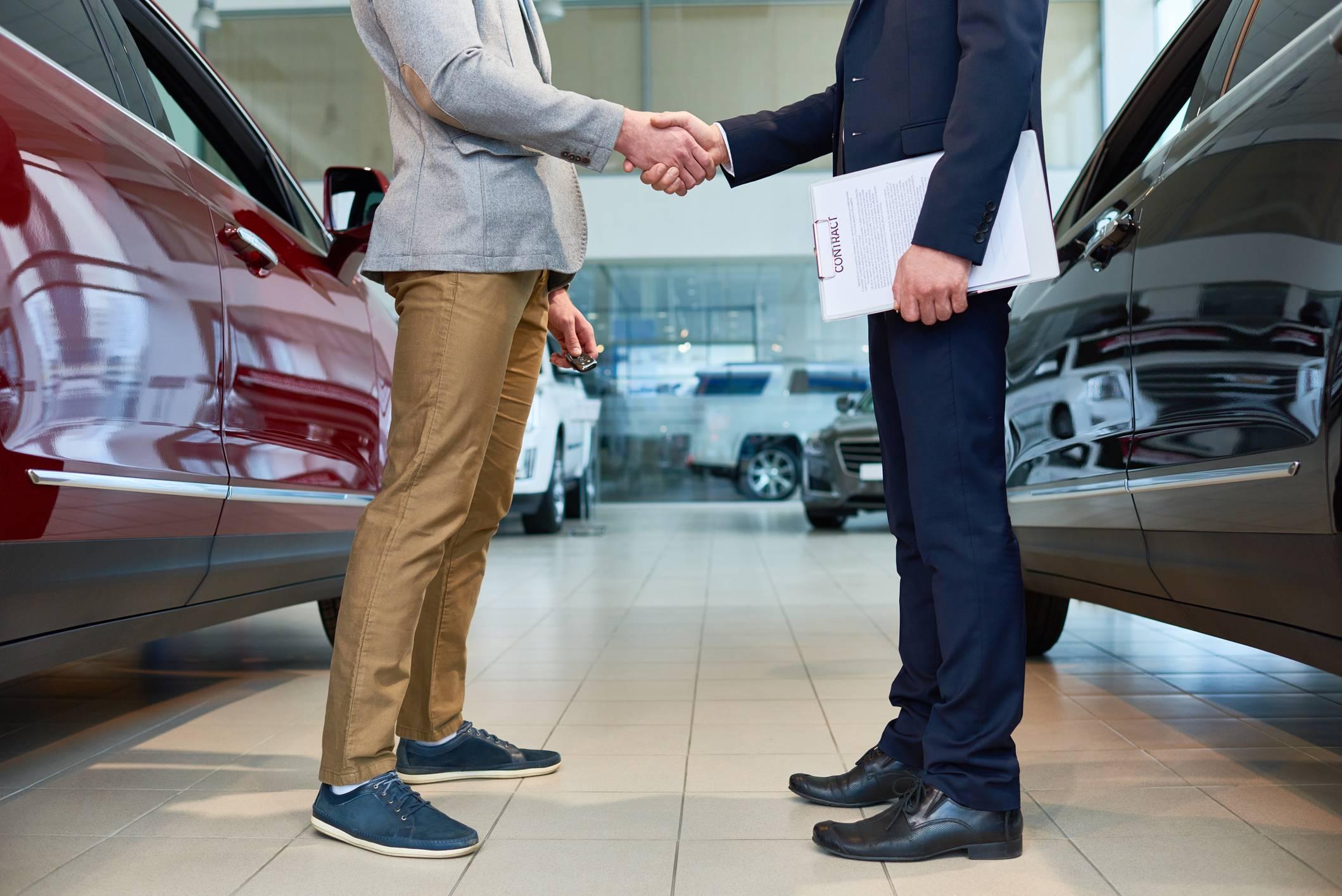 Comparatif d'achat d'une voiture neuve pour le choix du carburant, entre l'essence et le diesel.