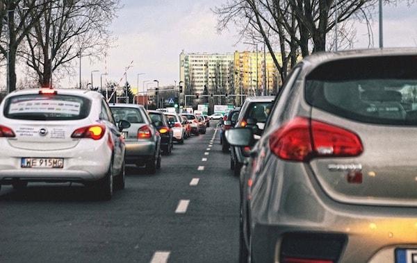 3 français sur 4 utilisent leur voiture pour aller travailler